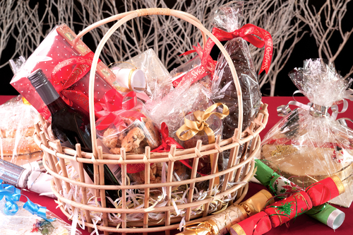 3 Factors To Consider When Picking Xmas Gift Baskets For Your Friends