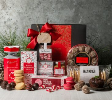 Christmas gift basket. Gift Hampers from Gourmet Basket. Corporate Christmas Gift Hamper. Corporate hamper delivery. Christmas hamper delivery.