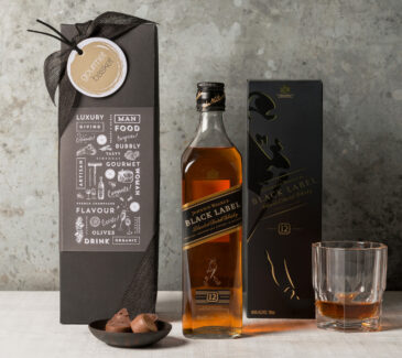 Johnny Walker Black Whiskey gift set for men
