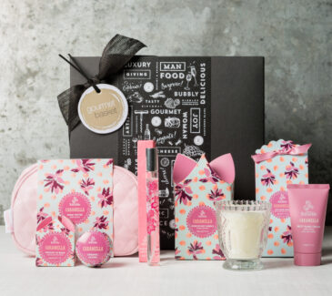Sweet treats gift box | Gifts For Women | Gourmet BAsket
