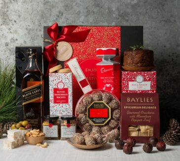 Christmas gift basket. Gift Hampers from Gourmet Basket. Christmas hamper. Corporate gift hamper.